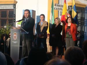 El alcalde de Moguer, Gustavo Cuéllar, durante la inauguración.
