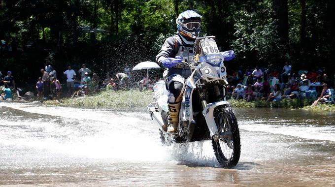 Luis Calderay, en plena carrera en el Dakar.