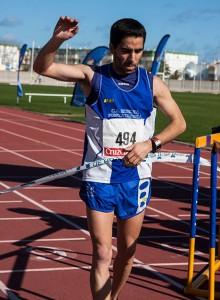 Daniel Andivia, entrando en la meta. / Foto: J. Losa.