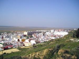 Desde cabezos como El Conquero se pueden tener grandes vistas de la ciudad.