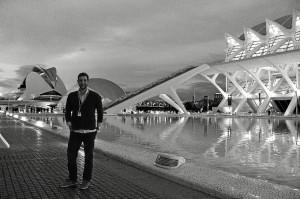 Luis Benítez hizo Periodismo en Sevilla, aunque acabó la carrera en México.