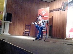 Comenzó a tocar la guitarra con diez años.