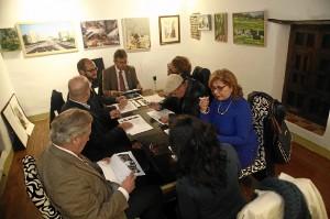 Reunión del jurado del certamen de Huelva Buenas Noticias.
