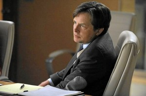 Michael J. Fox como el abogado Louis Canning.