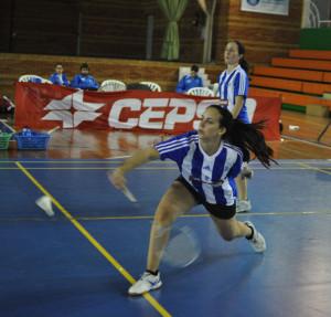 Un momento del partido de dobles femenino, con Haideé Ojeda y Noelia Jiménez.