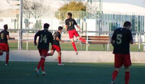 Los jugadores del Recre B celebran uno de sus goles.