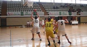 Deporte y solidaridad se dan la mano en la Liga de Veteranos de Baloncesto.