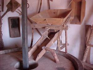 Aperos e instrumentos utilizados por los molineros. / Foto: Ayuntamiento de El Granado
