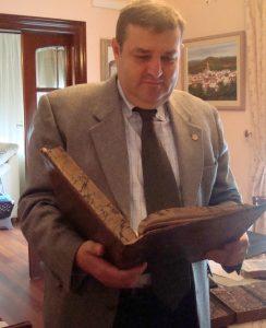 Uno de los libros más llamativos que tiene es de Washington Irving.