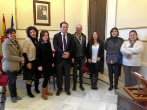 Miembros de ambas asociaciones se reunieron con el alcalde de San Juan.