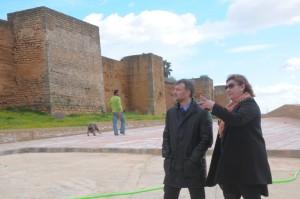 Visita a las obras en el entorno del Castillo de Niebla.