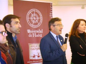 El rector de la UHU ha sido el encargado de inaugurar la muestra.