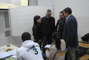Visita de Fiscal y Zarza al aula de chino.