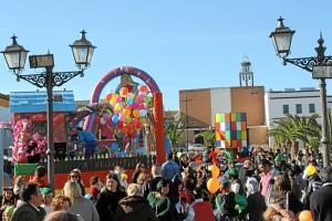 Los niños viven el Carnaval en Bollullos.