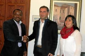 El Ayuntamiento de Moguer se compromete a ayudar a Fecons en su lucha por la exclusión.