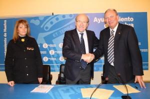 Firma del convenio entre el Ayuntamiento y Cepsa.