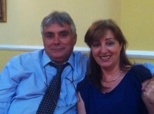 El vocal de Huelva en la Junta Directiva de Asocialoe, Manuel Benavente, con su mujer.