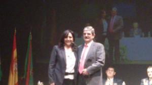 El presidente de la Comunidad de Regantes Sur Andévalo, con la delegada territorial de Agricultura.