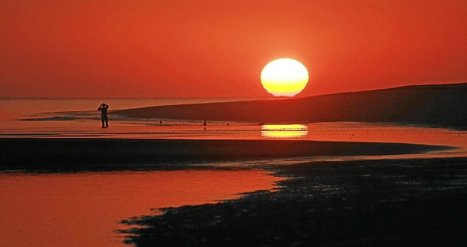 La belleza y cercanía a la ciudad de Huelva y a la vecina Portugal, dos de sus atractivos.