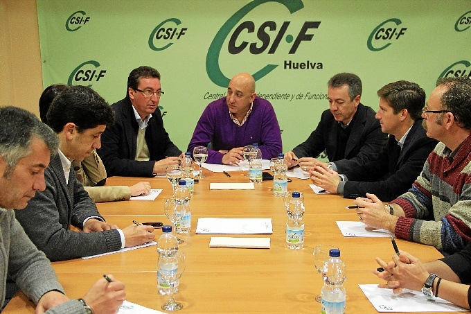 Reunión de miembros del sindicato CSI-F con el presidente del PP de Huelva.