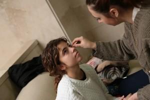 Ana Barbosa, alumna de interpretación de Dani Verum y figurante en la webserie, en la sesión de maquillaje.