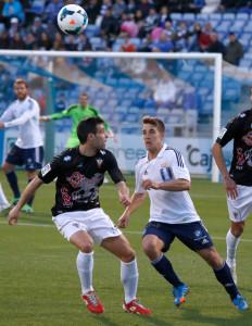 De las botas de Álvaro Antón salió el gol del Decano. / Foto: Josele Ruiz.