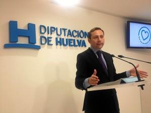 El diputado Alejandro Márquez explica el nuevo servicio.