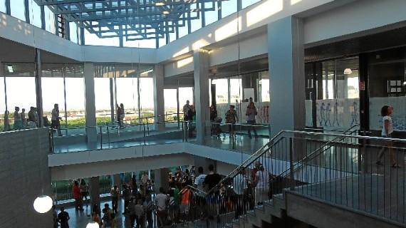 Punta Umbría estudia un cambio de actividad en los puestos del Mercado 'El Galeón'