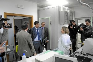El vicepresidente ha realizado una visita a los laboratorios de la Facultad de Trabajo.