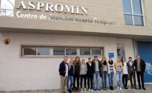El equipo conquerista, en las puertas del centro en Huelva.
