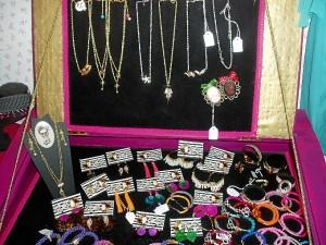 Collares y pulseras de la marca onubense Antoñita Varela.