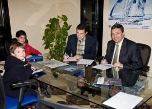 Firma del convenio entre Asprodesordos y Aguas de Huelva.