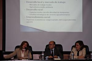 Acto de presentación del CIM en la UHU. De izquierda a derecha: Mar Gallego, Jesús D. de la Rosa y Rocío Palacios