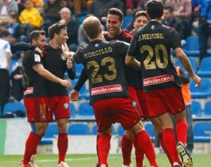 Los jugadores del Recre celebran el segundo gol, obra de Montoro. / Foto: José Navarro.