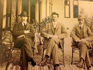 Dr. Mackay (izquierda) y Macdonald (derecha). / Foto cedida por la familia Mackay.