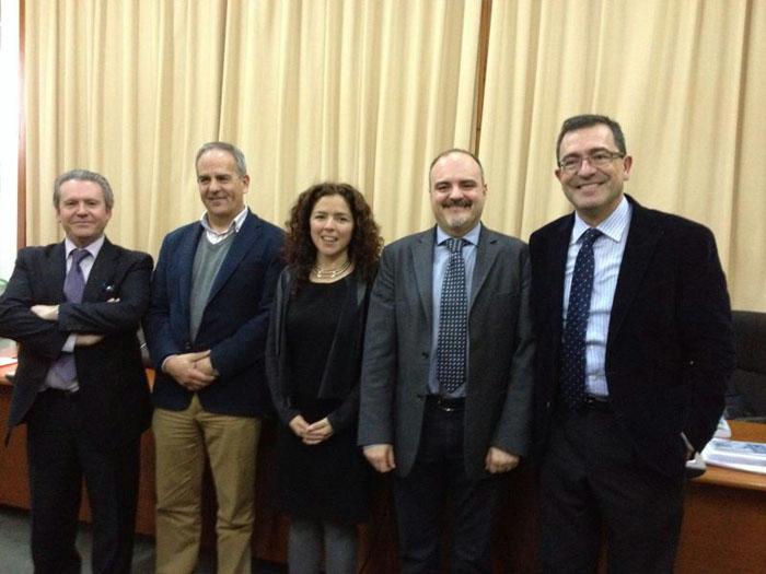 Paloma Contreras junto a los miembros de su tribunal.