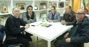 Un momento de la reunión de los representantes de la AOPD y el Ayuntamiento de Isla.