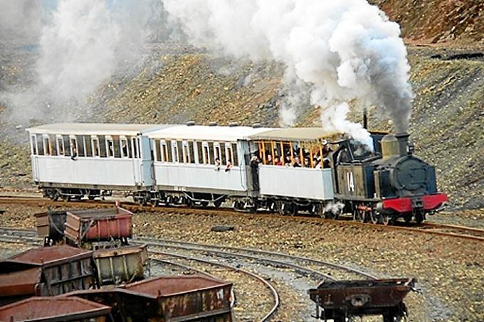 El tren que unía Huelva con la Punta del Sebo: una imagen para el recuerdo  - Huelva Buenas Noticias