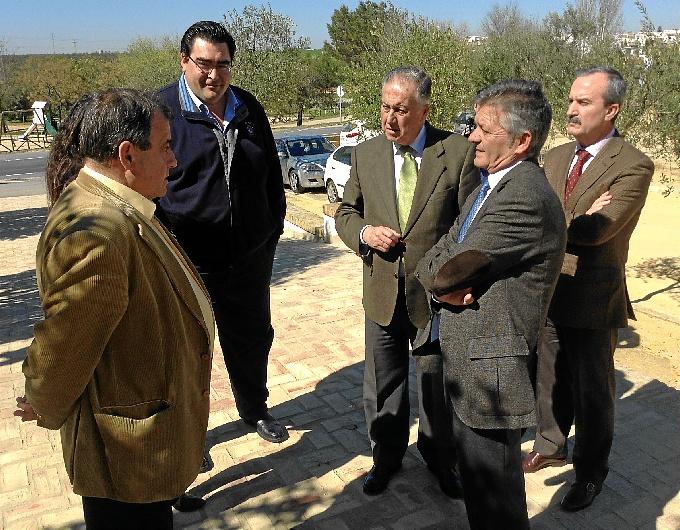 El subdelegado visitó las obras que se están llevando a cabo en Chucena.