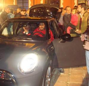 Los asistentes quisieron probar el vehículo.