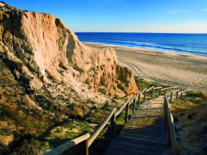 Entornos naturales, como la playa de Mazagón, son un gran atractivo para el turismo.