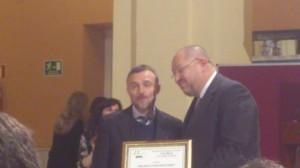 José Fiscal hizo entrega del premio a Manuel Torralvo.