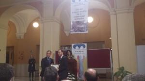 Ángel Sánchez entregó el premio a Daniel Mantero.