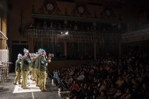 Los mojadorres de 'Hay una cosa que te quiero decir', ante el público del Teatro Cardenio. / Foto: Javier Losa.