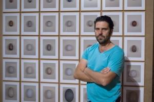 Juan del Junco, ante una muestra que ofreció en Huelva.