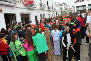 Los vecinos se echan a la calle para festejar las carnestolendas.  Foto: www.facebook.com/carnaval.aroche