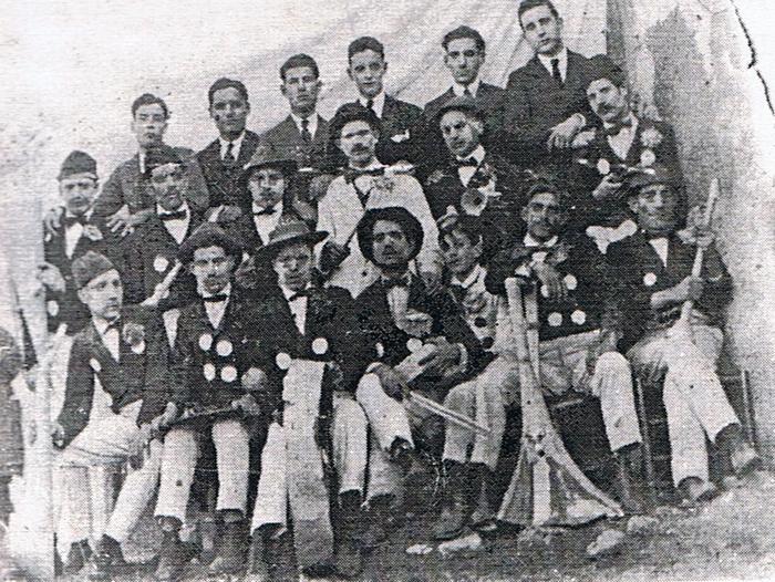 Imagen antigua del Carnaval de Aroche. / Foto: carnavalaroche.es.tl