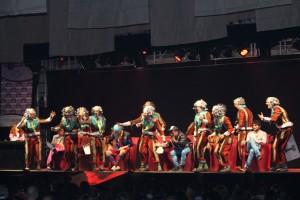 Una de las agrupaciones actuando en la Muestra.