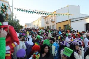 El buen tiempo ha animado a la participación en el carnaval de calle bollullero.