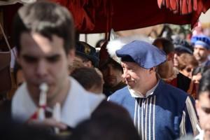El alcalde de Palos, Carmelo Romero, durante la Feria de una edición anterior.